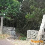 Entrada sendero dirección a Igueste a la izquierda según accedes a la derecha Las Teresitas