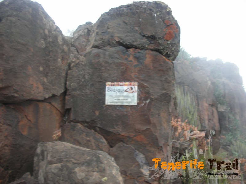 Cima Roque del Conde (detalle placa)