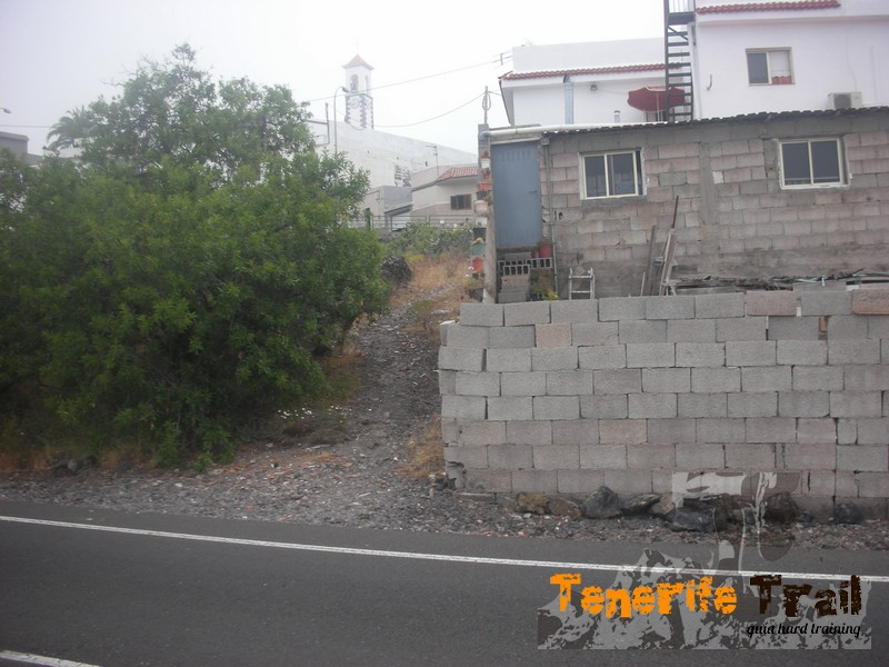Arguayo entrada una vez cruzada la carretera