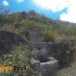 Punto de agua al lado de la presa Tahodio cerca de una casa